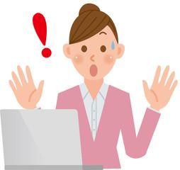 パソコンをする女性 ビックリ