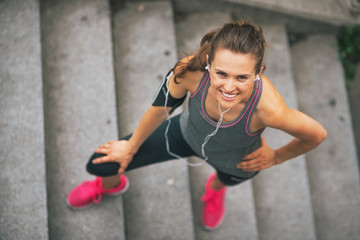 Portrait of smiling fitness young woman outdoors in the city