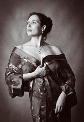 Портрет темноволосой женщины