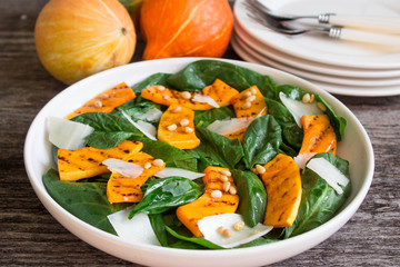 spinach salad with roasted pumpkin