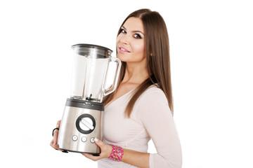 Frau stolz auf leistungstarken Mixer