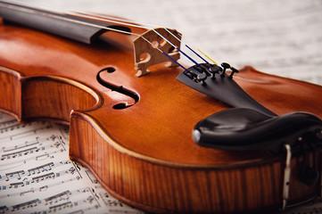 Detail einer alten kostbaren Geige