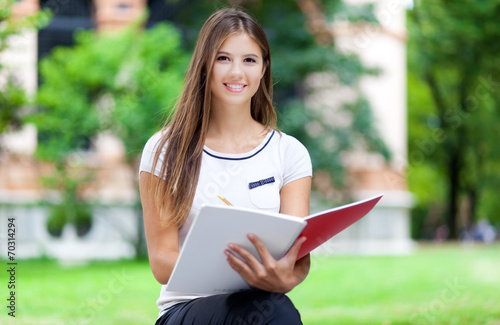 canvas print picture Female student studying outdoor