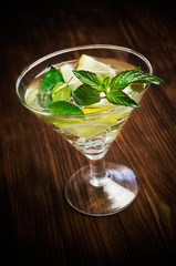 alcoholic cocktail with mint and lemon