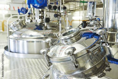 Leinwanddruck Bild pharmaceutical industry worker