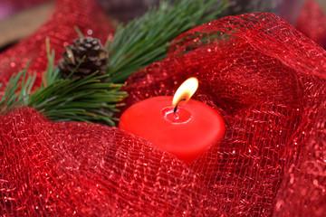 candela rossa pigna e ramo di pino