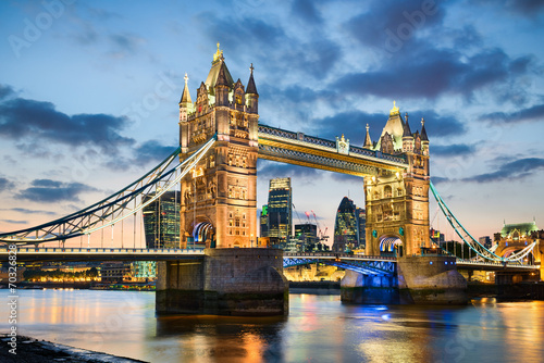 Fotobehang Openbaar geb. Tower Bridge in London, UK at night