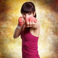 boxende Frau