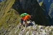 Klettern an steilem Berg