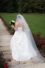 La mariée poursuit son chemin