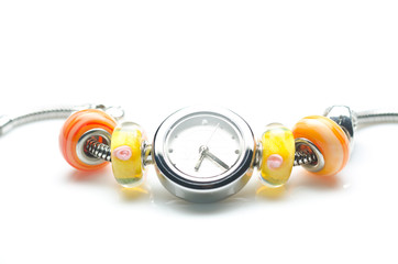 orologio con perline decorative colorate