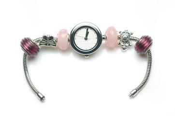 orologio con perline decorative colorate