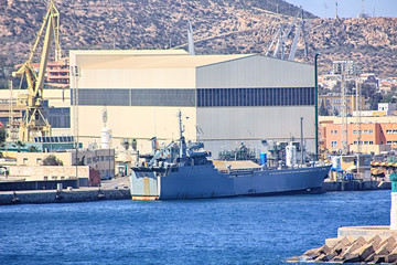 war ship specialized in material loading