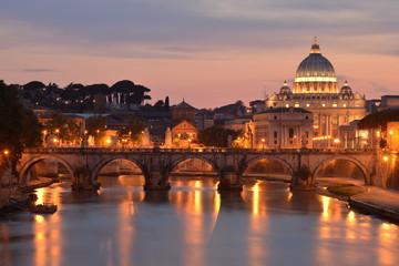 San Pietro e il Tevere al tramonto