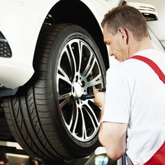 Mechanic is changes a tyre