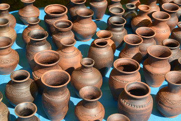 Sale of ceramic ware at fair of national creativity