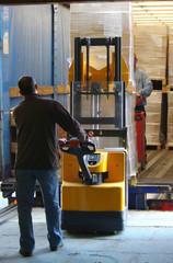 transport logistique - déchargement de camion