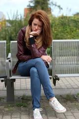 traurige, junge Frau
