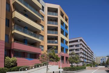 住宅街の高層マンション