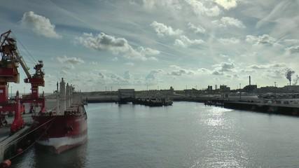 cargo au port