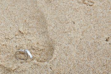 Les alliances sont dans le sable
