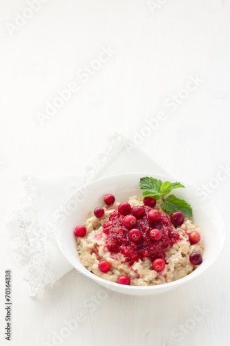 Foto Spatwand Granen Oatmeal with cranberry jam, fresh cranberries and honey