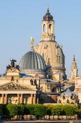 Dresden Frauenkirche hinter Kunstakademie