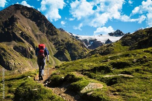 Deurstickers Alpen trekking in alta montagna