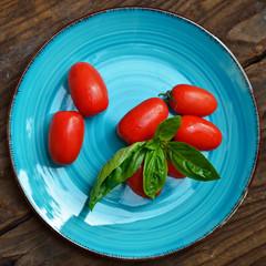 pomodori e basilico fondo vintage