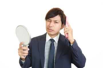 髪型に不満なビジネスマン