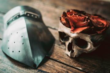 Череп с розами и забрало