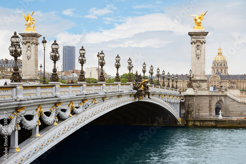 Poster Brug Alexandre III bridge in Paris in the morning, France