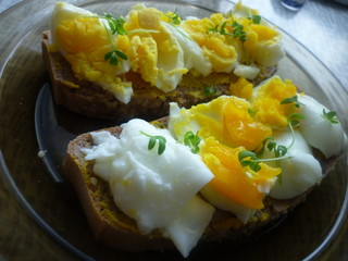 buckwheat bread with boiled egg
