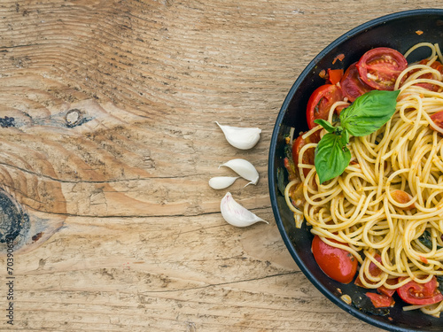 Keuken foto achterwand Assortiment Pasta with tomatoes and basil