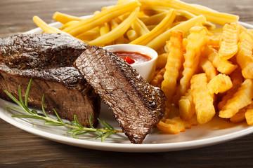 Grilled steak, chips and vegetables