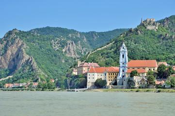 das bekannte Dürnstein in der Wachau an der Donau