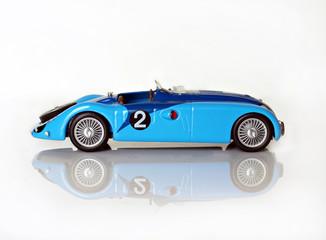 Antiguo coche de carreras a escala