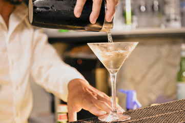 Preparing cocktail