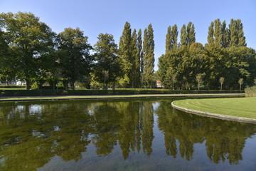 Le bassin en cercle au parc d'Hofstade