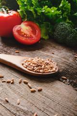 Farro pomodori e insalata
