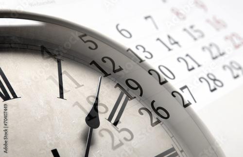 Zdjęcia na płótnie, fototapety, obrazy : sheet of a calendar with the number of days and clock