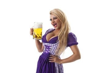 Bayerische Frau mit einem Bier