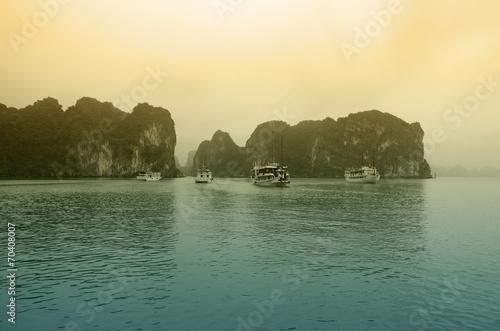 Leinwanddruck Bild Halong bay on sunset