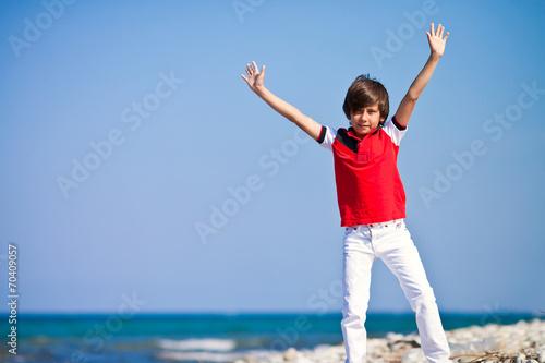 Постер, плакат: Мальчик на берегу моря, холст на подрамнике