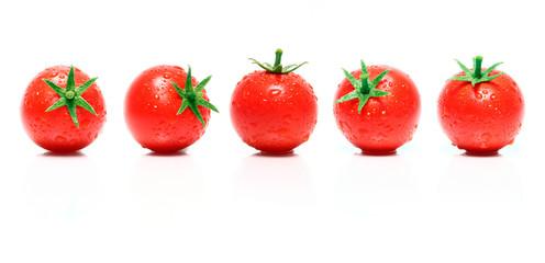 Reife Kirschtomaten in einer Reihe