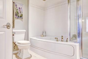 White neat bath tub with tile trim