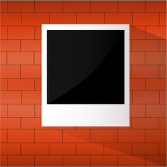 фоторамка на кирпичной стене
