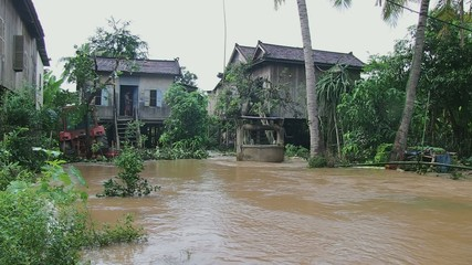 Houses flooded , mekong overflow