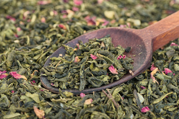Green tea with prickly pear fruits.