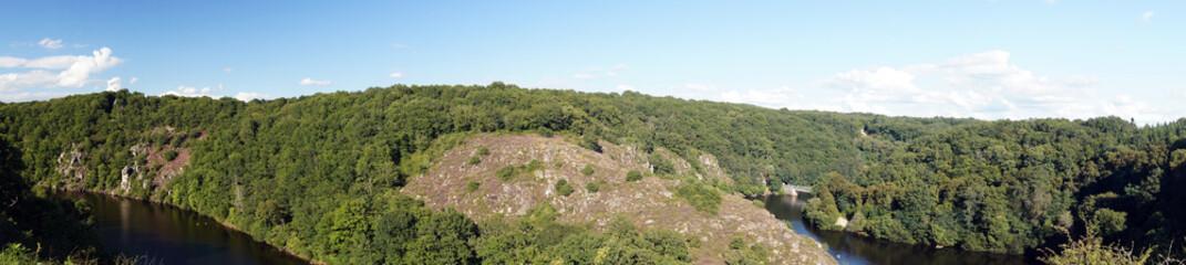Gorges de la Creuse face au Château de Crozant